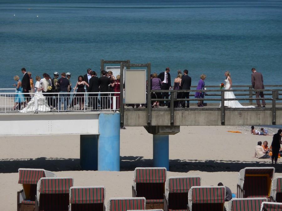 Hochzeitsgesellschaften auf der Seebrücke