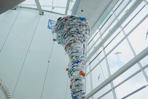 Strudel aus Müll im OZEANEUM