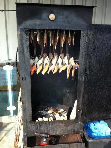 Seebrücke Sellin - Frische Zubereitung des Räucherfischs