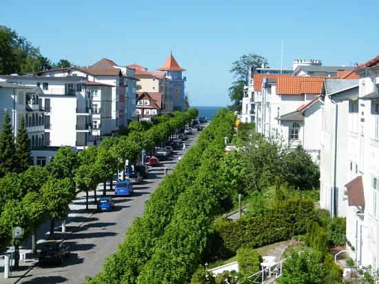 sellin-Ruegen-wilhelmstrasse-bergauf