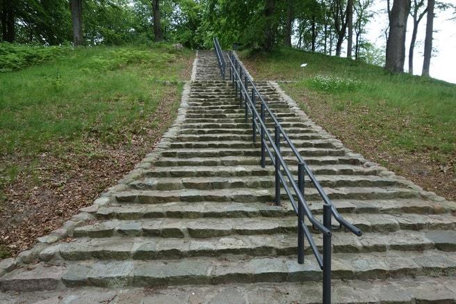 Treppe zum Gipfel des Friedensberges